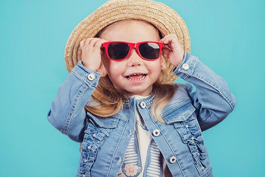 La mitad de los adultos no considera imprescindible proteger los ojos de los niños del sol